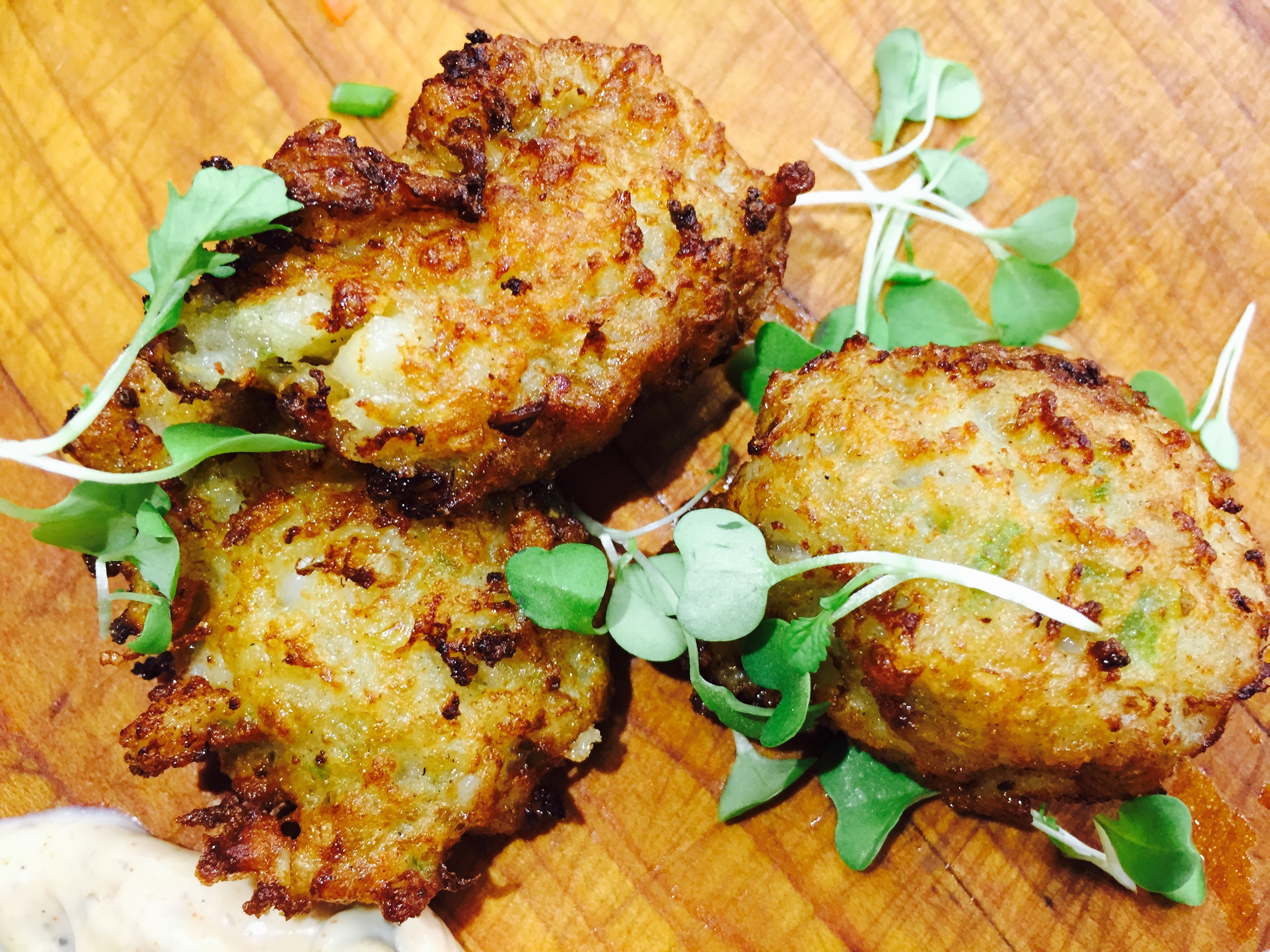 Almond Crusted Shrimp Cakes Topped with Lemon Parsley Aioli