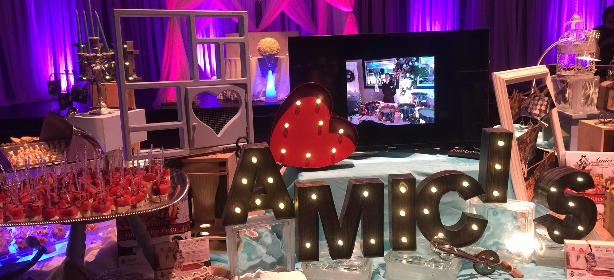 Amici's Sign with Lights